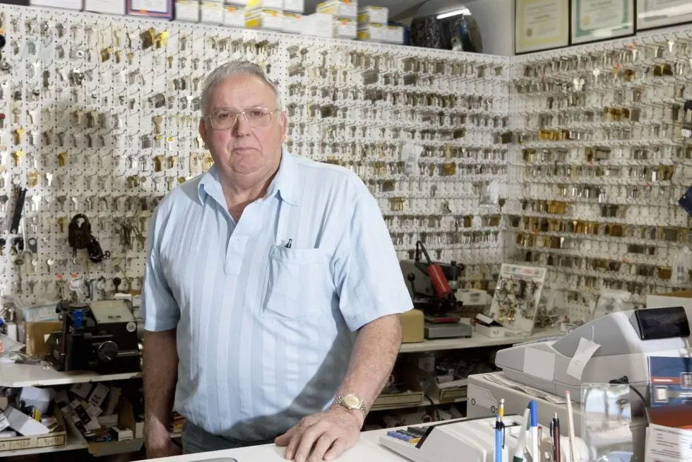 Why You Should Work With a Locksmith For Auto Key Duplication